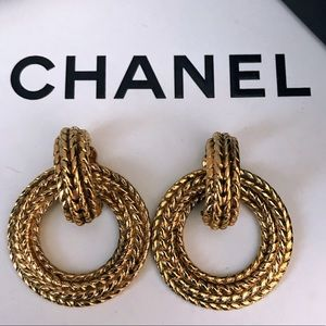 Auth CHANEL Vintage Gold-Tone Clip On Earrings